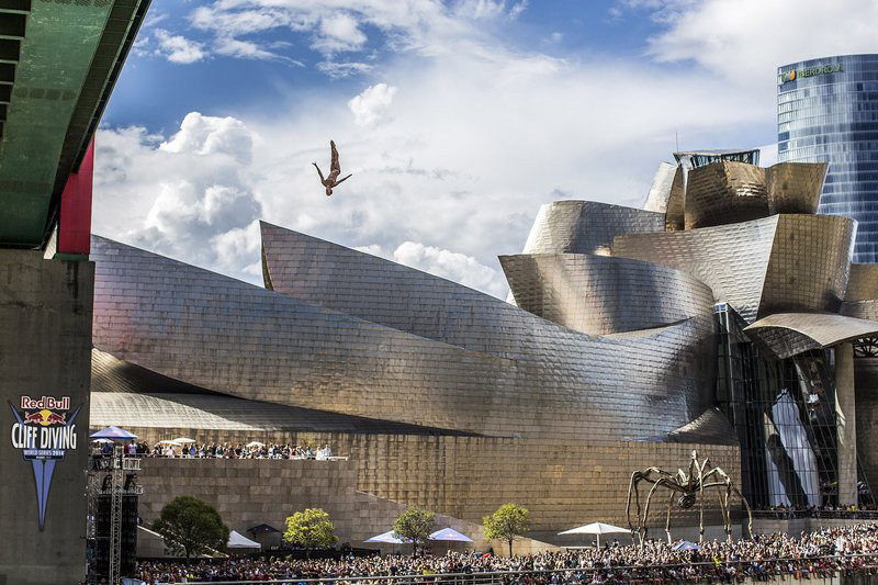 red-bull-diving-bilbao-guggenheim