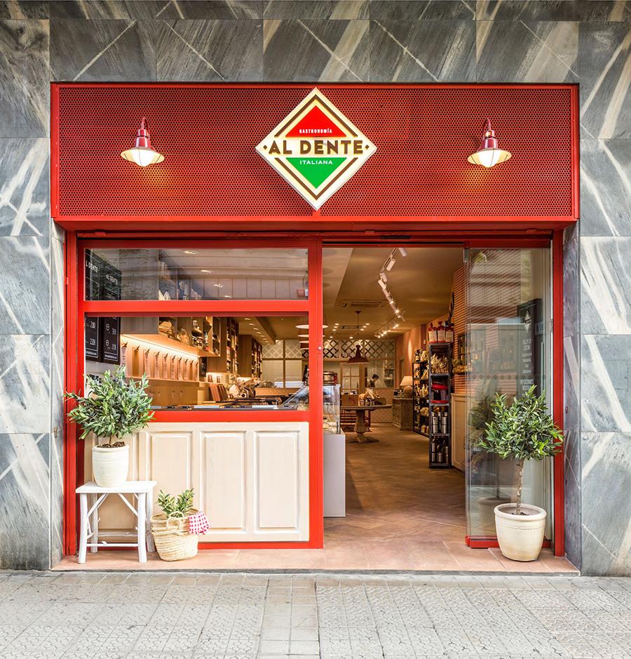 La fachada más gourmet de Al dente en Bilbao
