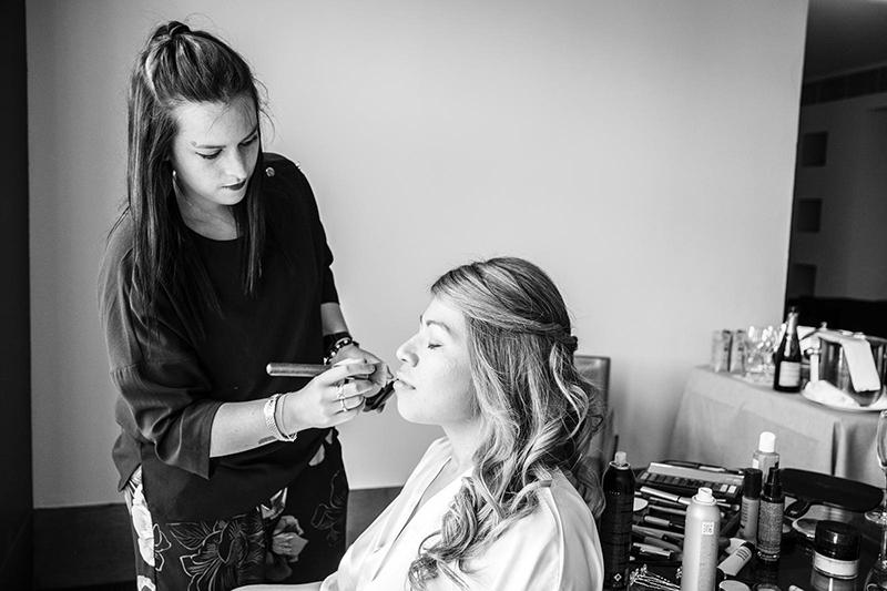 anoukh peluqueria ofrece servicios de maquillaje