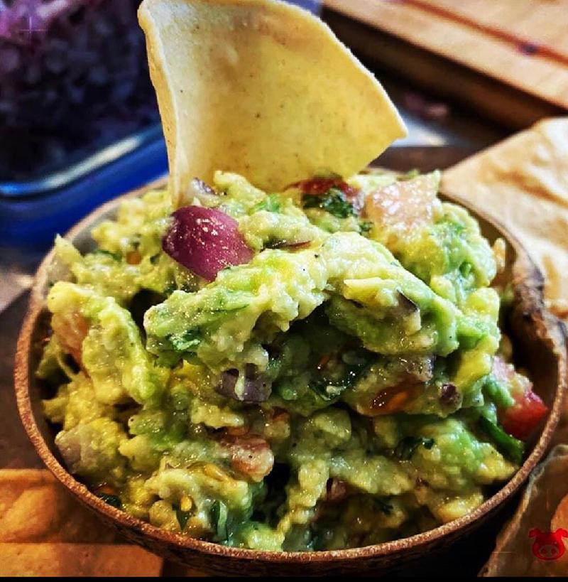 taqueria los carnales deliciosos totopos con guacamole